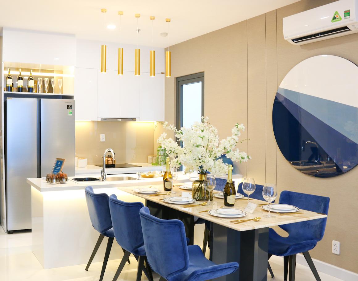 Phòng bếp nhà mẫu căn hộ D'lusso Quận 2